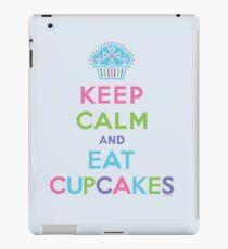 Keep Calm and Eat Cupcakes - beige iPad Case/Skin