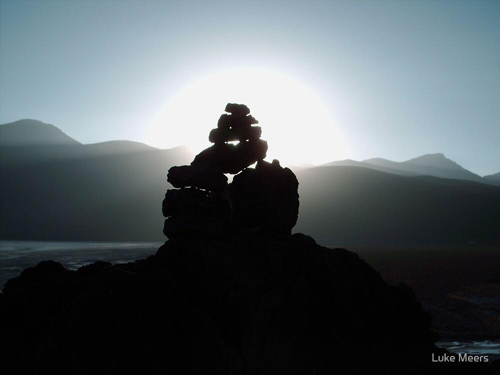 Rocks at sunset by Luke Meers