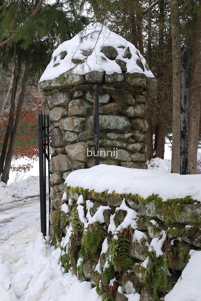 Stone Pillar by bunnij