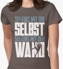 Sei eins mit der Wand Womens Fitted T-Shirt