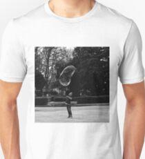 Niño explotando pompa de jabón Unisex T-Shirt