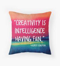 Cojín La creatividad es la inteligencia divirtiéndose