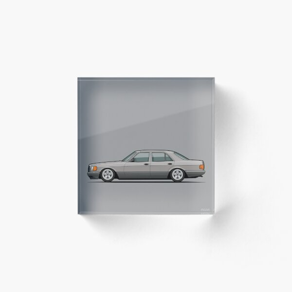 MB W126 500SE Brillantsilber Low on Pentas Acrylic Block