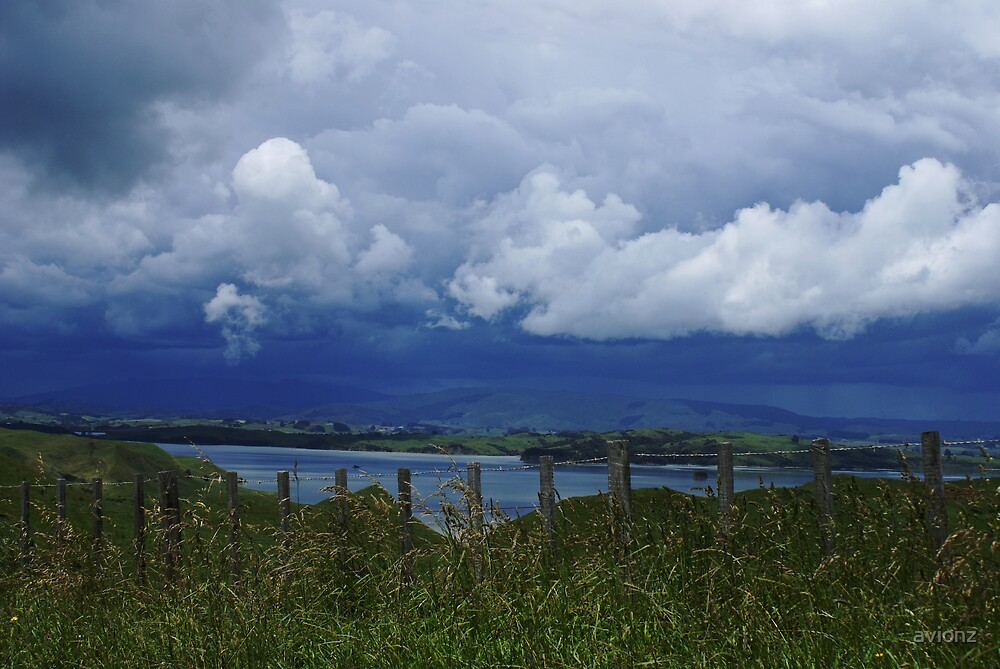 Storm over Raglan by avionz