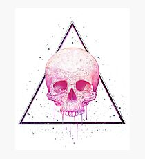 Skull in triangle on black Fotodruck