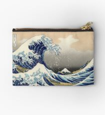 """""""Die große Welle vor Kanagawa"""" von Katsushika Hokusai (Reproduktion) Täschchen"""