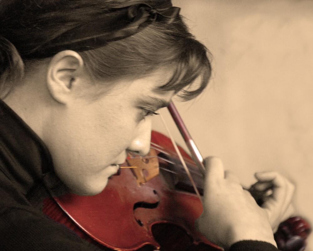 Parisien Violinist by PaulTyrer