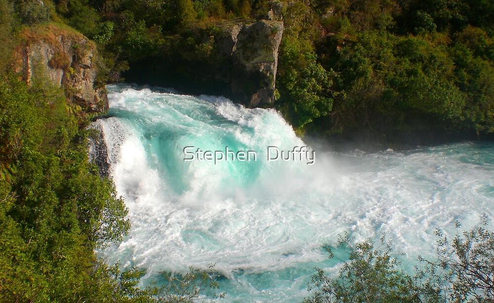 Huka Falls, Taupo  by Stephen  Duffy