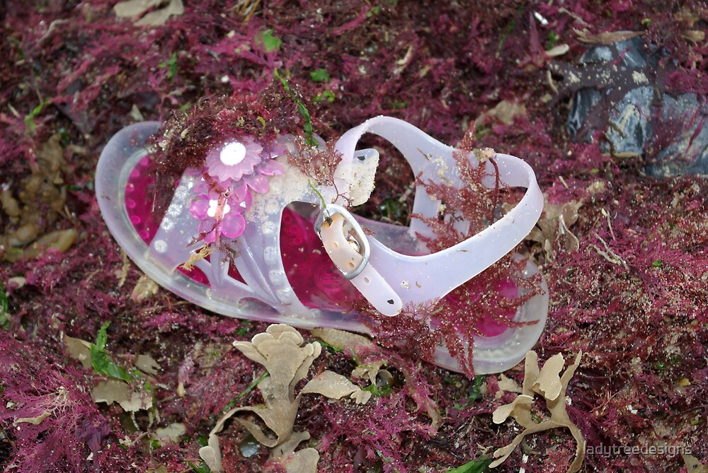 flotsam by ladytreedesigns