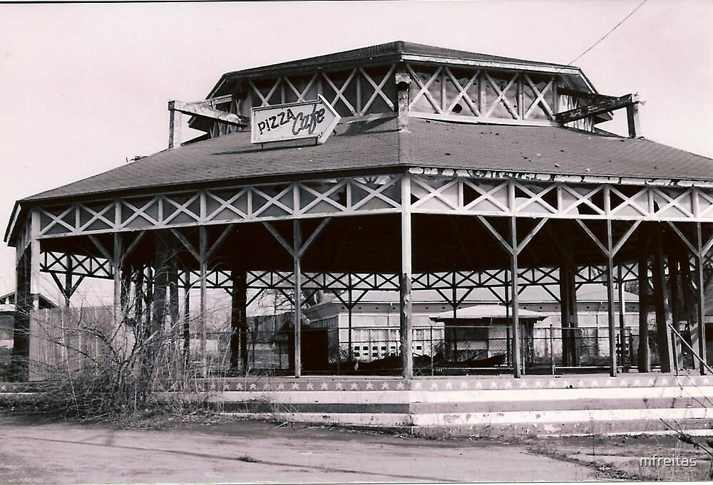 Old Merry-go-round by mfreitas