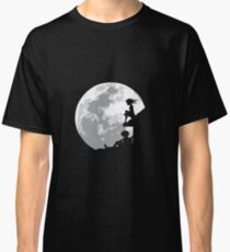 HUSBAND AND WIFE IN THE MOONLIGHT Classic T-Shirt