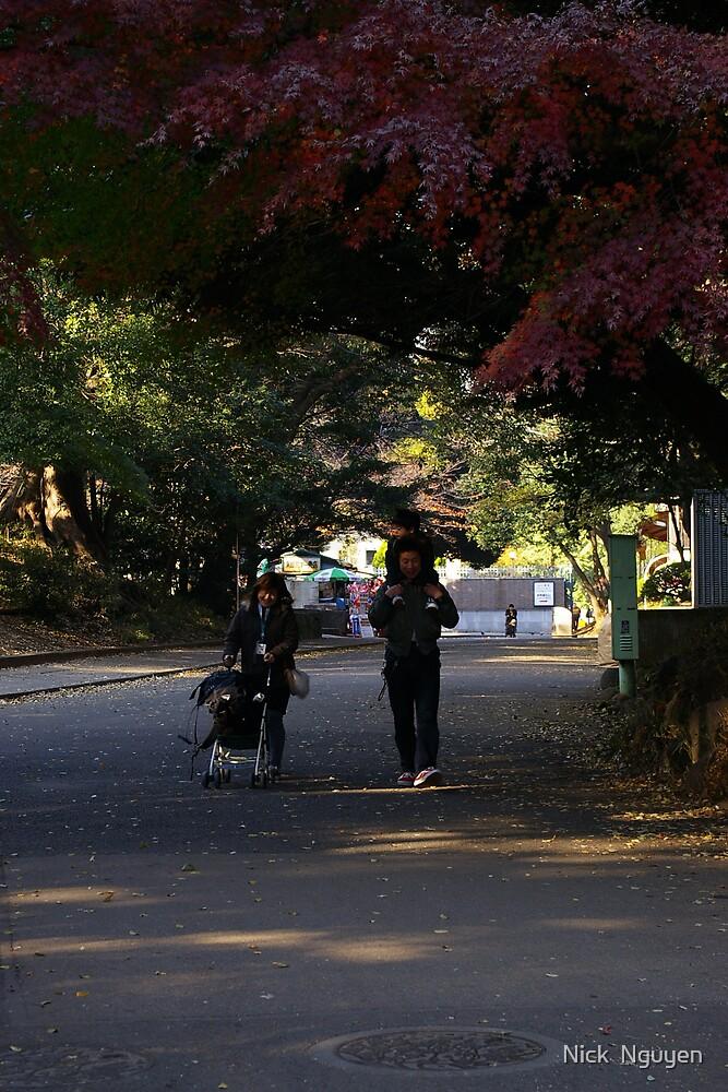 Tokyo Ueno Park - An inspiring family by Nick  Nguyen