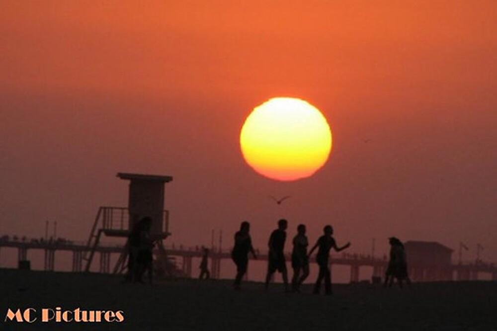 Huntington Beach Sunset by Melissa  Carroll