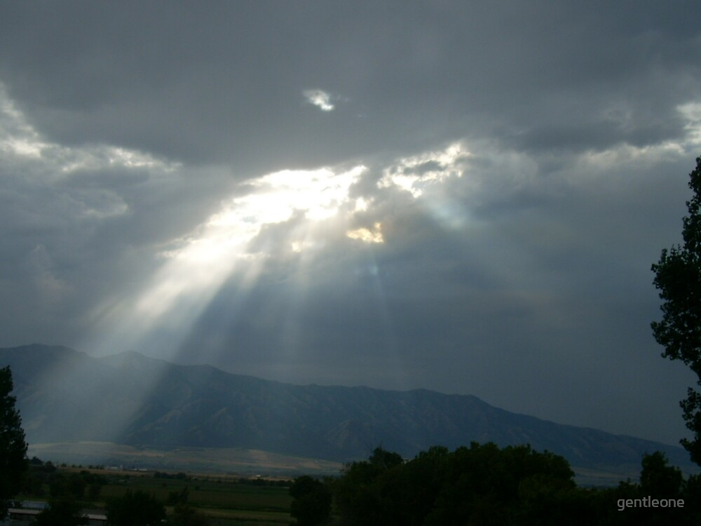 Sunlight peering in through the clouds by gentleone