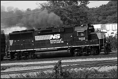 NORFOLK SOUTHERN TRAIN 7102 by brianhbradley