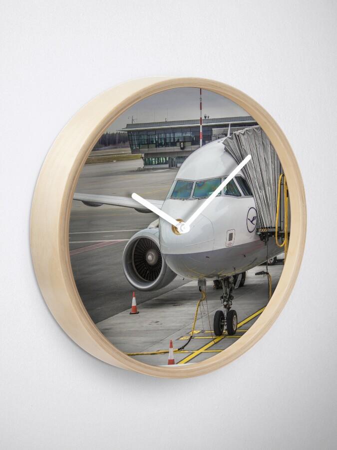 Alternative Ansicht von Lufthansa A320 Uhr