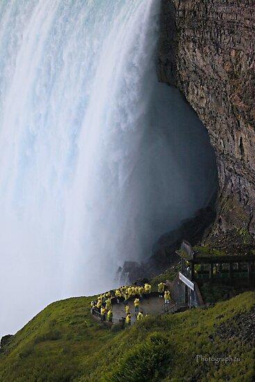 Smallness of Mankind (Niagara Falls) by Yannik Hay