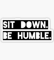 "Pegatina ""Siéntate. Sé humilde"". Letra de Kendrick Lamar"