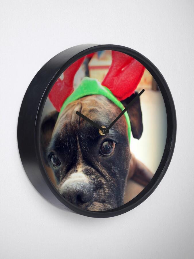 Alternative Ansicht von Es ist diese Zeit des Jahres wieder ... Bah Humbug ... - Boxer Dogs Series Uhr
