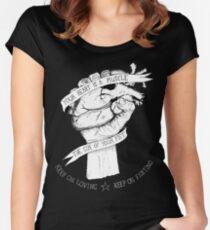 Dein Herz ist eine Muskelumkehrung Tailliertes Rundhals-Shirt