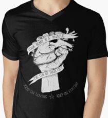 Dein Herz ist eine Muskelumkehrung T-Shirt mit V-Ausschnitt