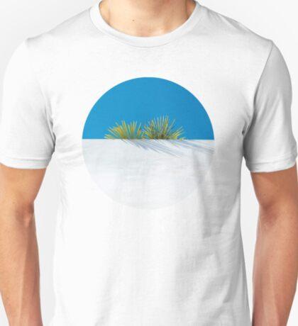 Über der tropischen Gartenmauer T-Shirt