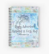 """Cuaderno de espiral Alicia en el país de las maravillas """"Toda aventura requiere un primer paso"""" Cita"""