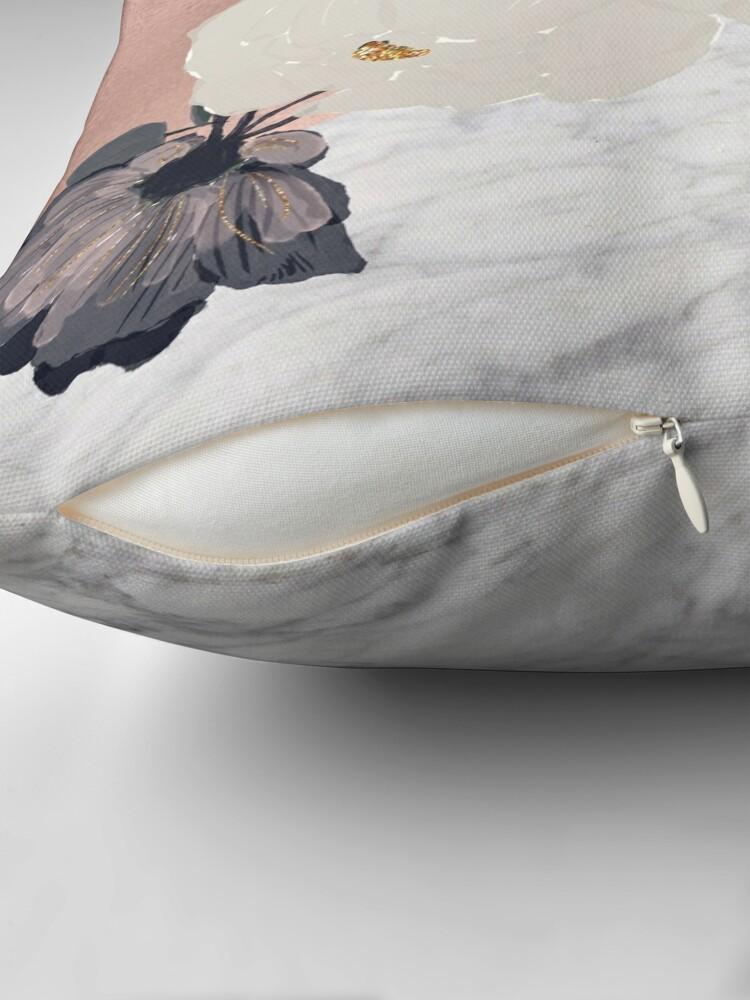 Alternative Ansicht von Floral Marmor Roségold Dekokissen