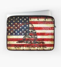 American Flag And Viper On Rusted Metal Door - Don't Tread On Me Laptop Sleeve