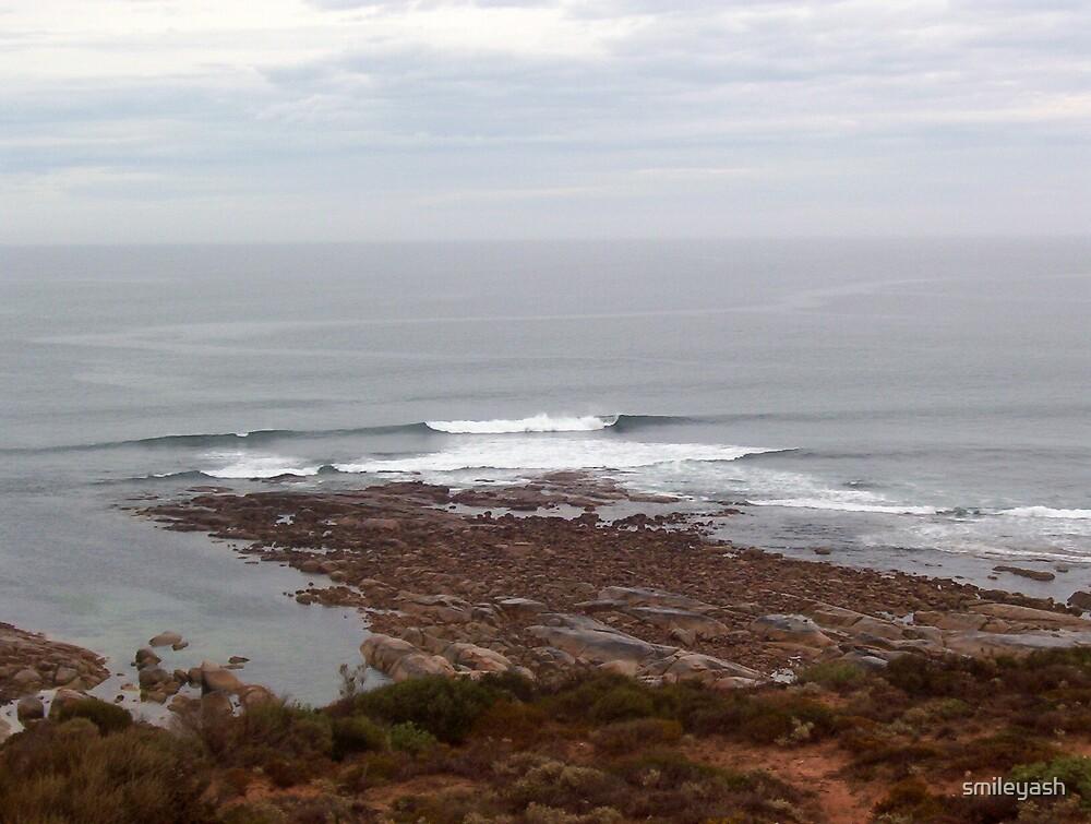 Streaky Bay Rocks n Waves by smileyash