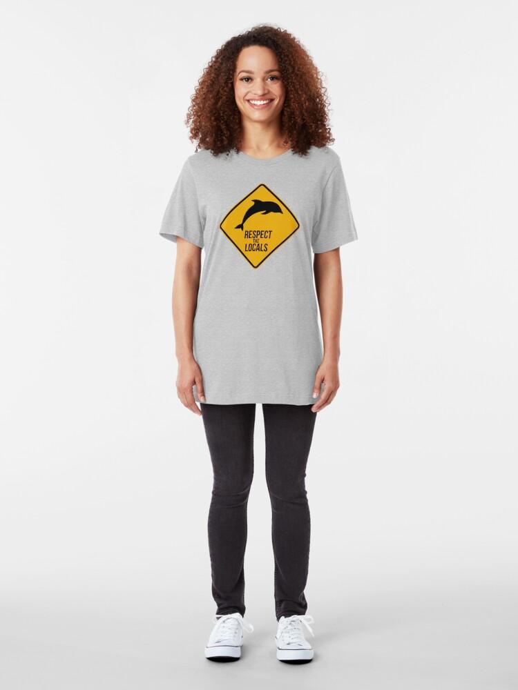 Vista alternativa de Camiseta ajustada Respetar a los delfines - Signo de precaución