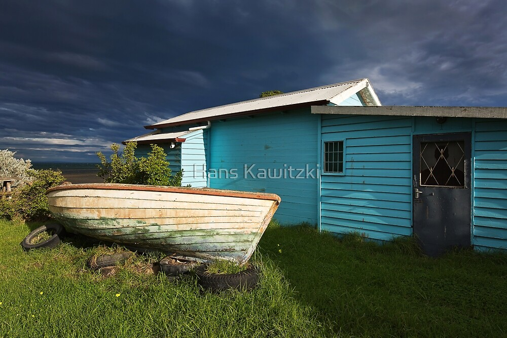0084 Boat and shed by Hans Kawitzki