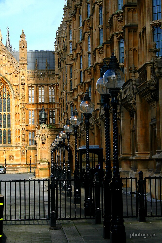 bulbs light and shadow (house of parliament) by photogenic
