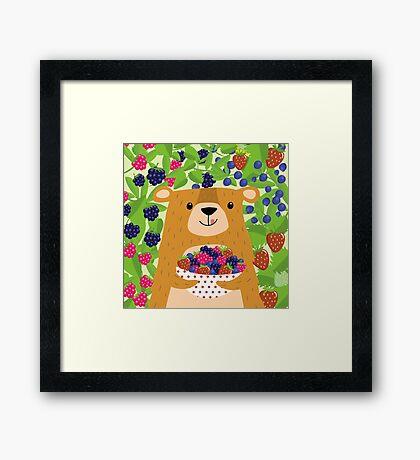 I love berries - Beeriger Bär Framed Print