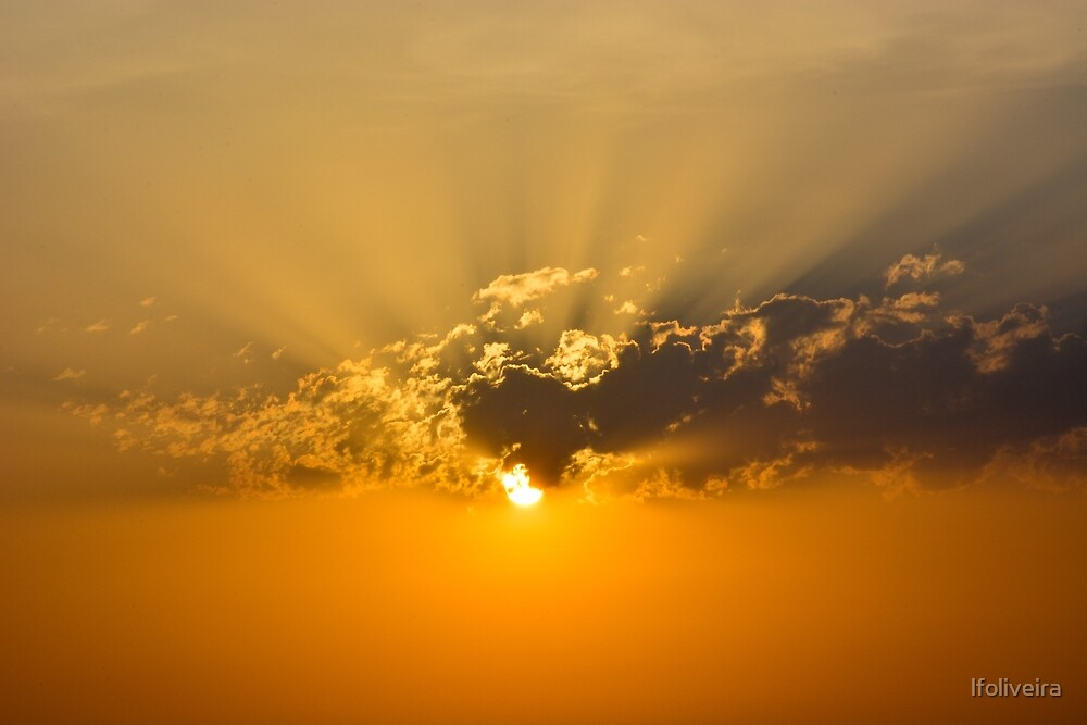 Sun through the clouds by lfoliveira