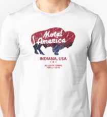 Motel America Distressed - american gods T-Shirt