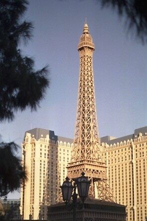 Eiffel Tower by pwall
