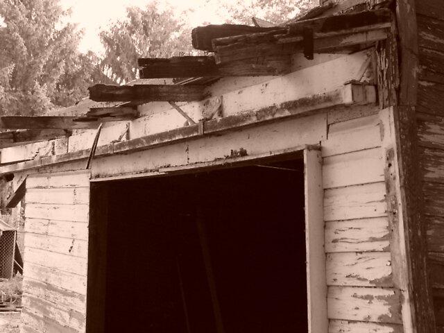 Old barn by suelucat
