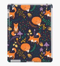 Füchse im magischen Wald iPad-Hülle & Klebefolie