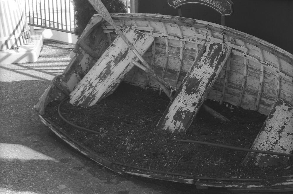 Dirtboat by blackwhitelif3