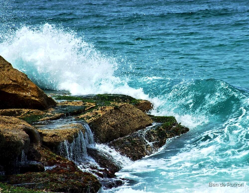 Wave at Bronte by Ben de Putron