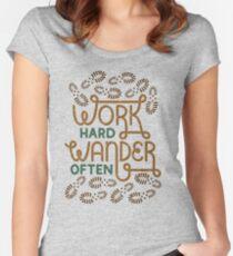 Camiseta entallada de cuello redondo Trabaja duro vagabundo a menudo