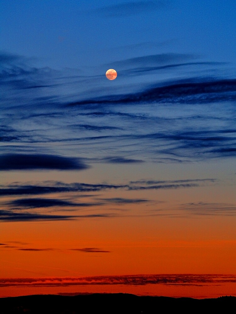 Moonrise by JandMPhoto