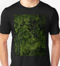 Kleine Blätter. Slim Fit T-Shirt