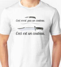 """""""Ceci n'est pas un couteau"""" – Magritte Design Unisex T-Shirt"""