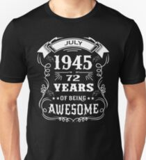 72th Birthday Gift Born in July 1945, 72 years of being awesome Unisex T-Shirt
