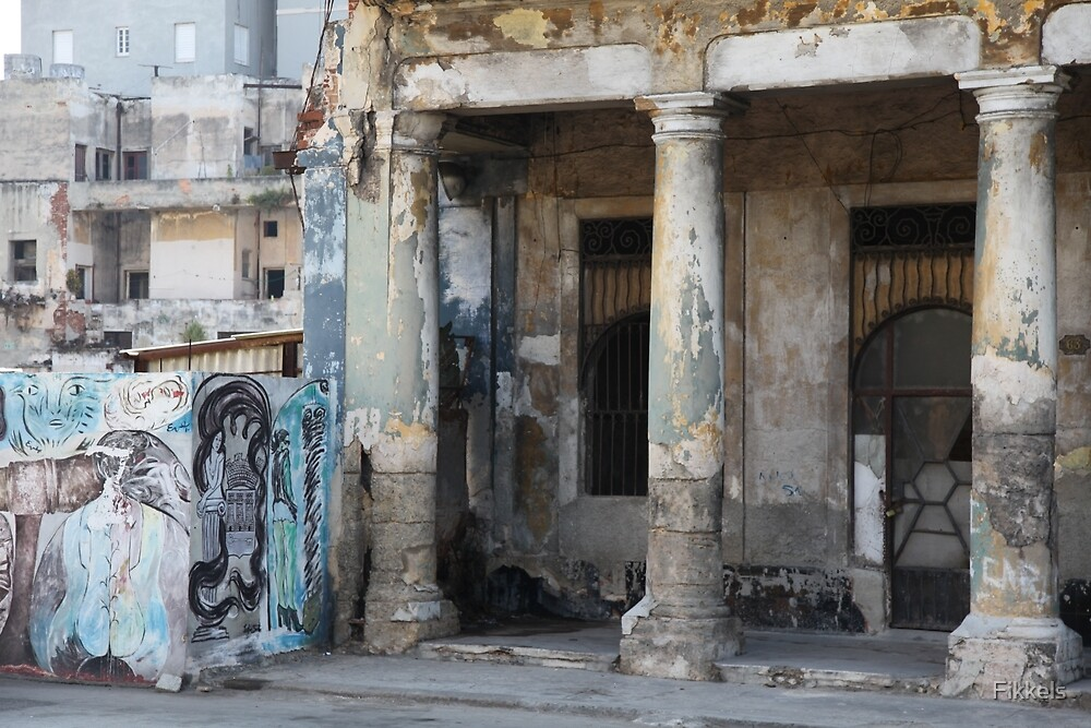 Havana buildings and graffiti by Fikkels