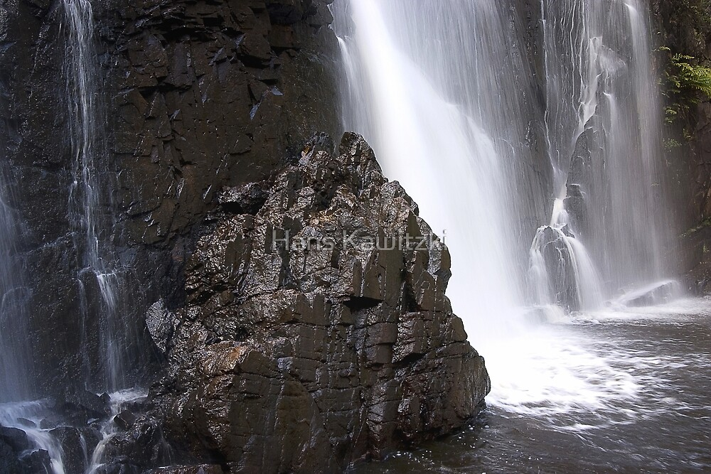 1326 Mackenzie Falls - Grampians by Hans Kawitzki