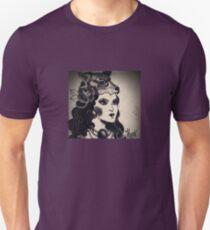 La dame au Wolfhat Unisex T-Shirt