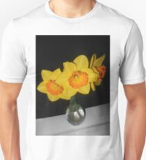 daffodils in vase 0316171 T-Shirt